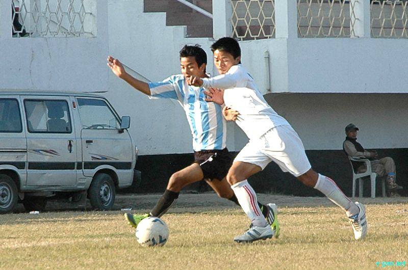 YOSC Vs YPHU at 56th CC Meet Football Final round at Mapal Kangjeibung :: 21 December, 2012